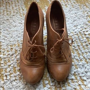 Office London sz 40 camel color  leather booties